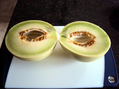 how to cut a melon - melon cut into halves