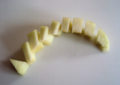 how to cut a melon - melon slice cut into chunks