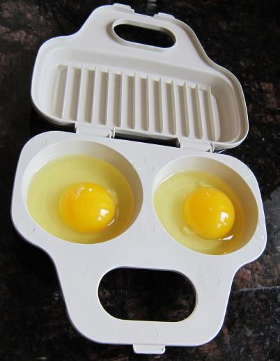 using microwave egg poacher - step 1