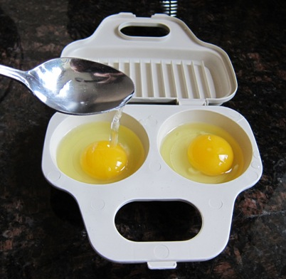 using microwave egg poacher - step 3