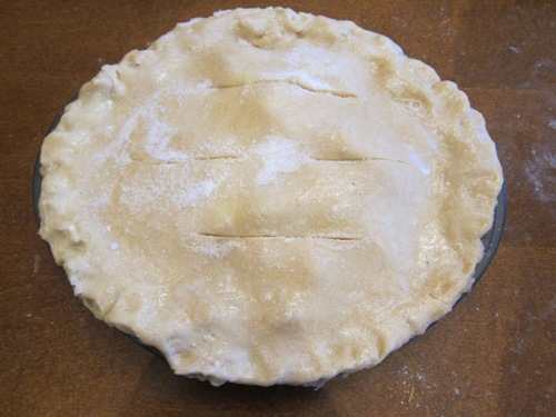 cut the slits in the apple pie top crust