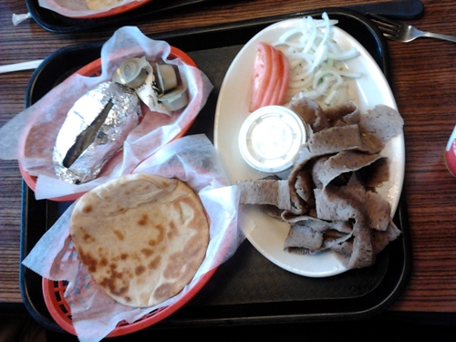 dengeos gyros plate on a tray