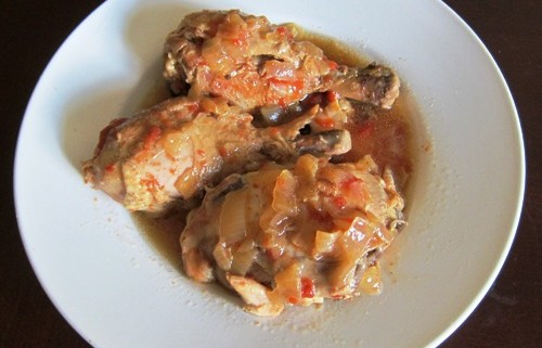 how to make crockpot chicken onion stew