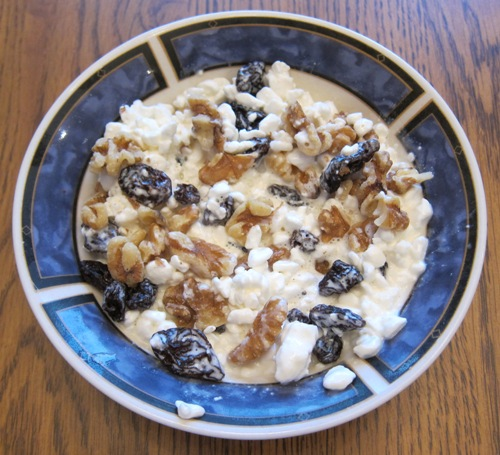 cottage cheese with raisins and walnuts
