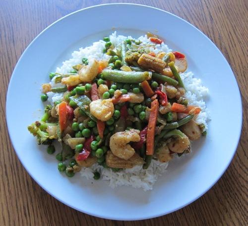 shrimp and veggie stir fry over white rice