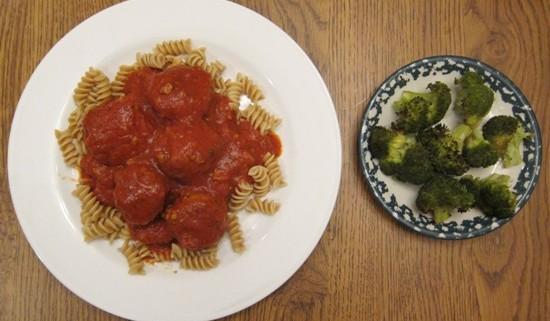 healthy dinner turkey meatballs broccoli