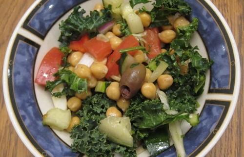 whole foods mediterranean crunch salad