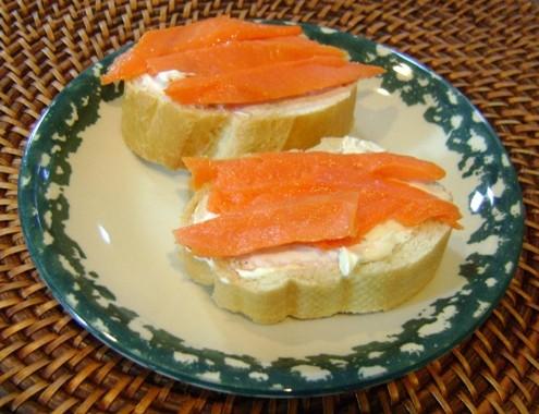 smoked salmon and cream cheese sandwich