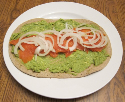 how to make a wrap with smoke salmon and avocado