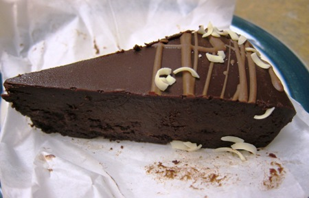 flourless chocolate cake slice picture