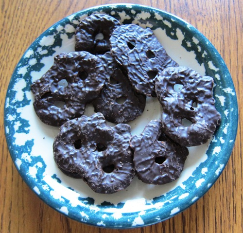 chocolate covered pretzel chips