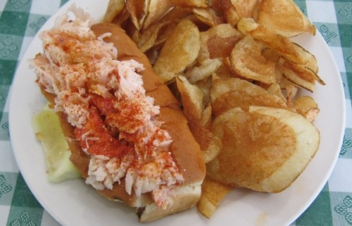 picture of a lobster roll