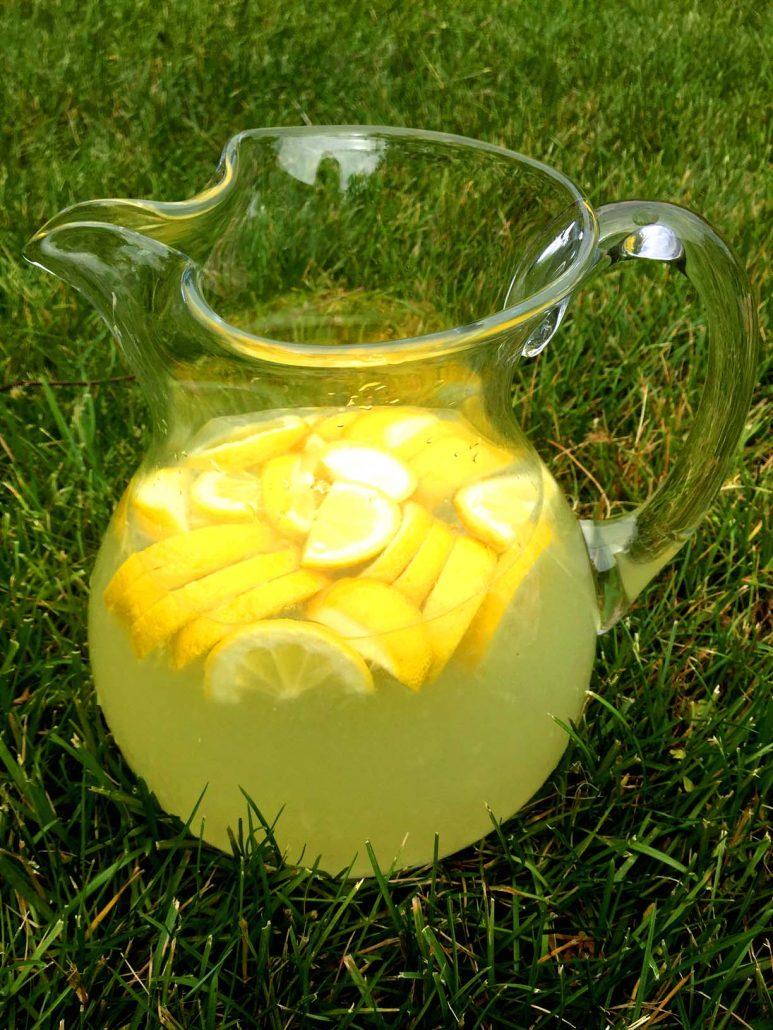 Best Ever Homemade Freshly Squeezed Lemonade