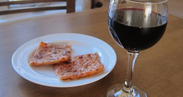 what kind of wine goes with pizza - red or white?