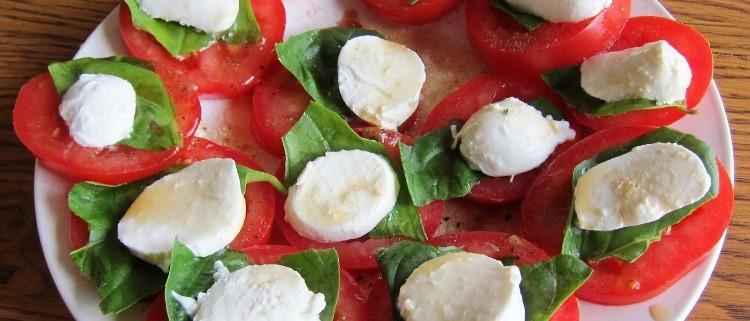 Caprese Salad Recipe With Tomato, Basil and Mozarella