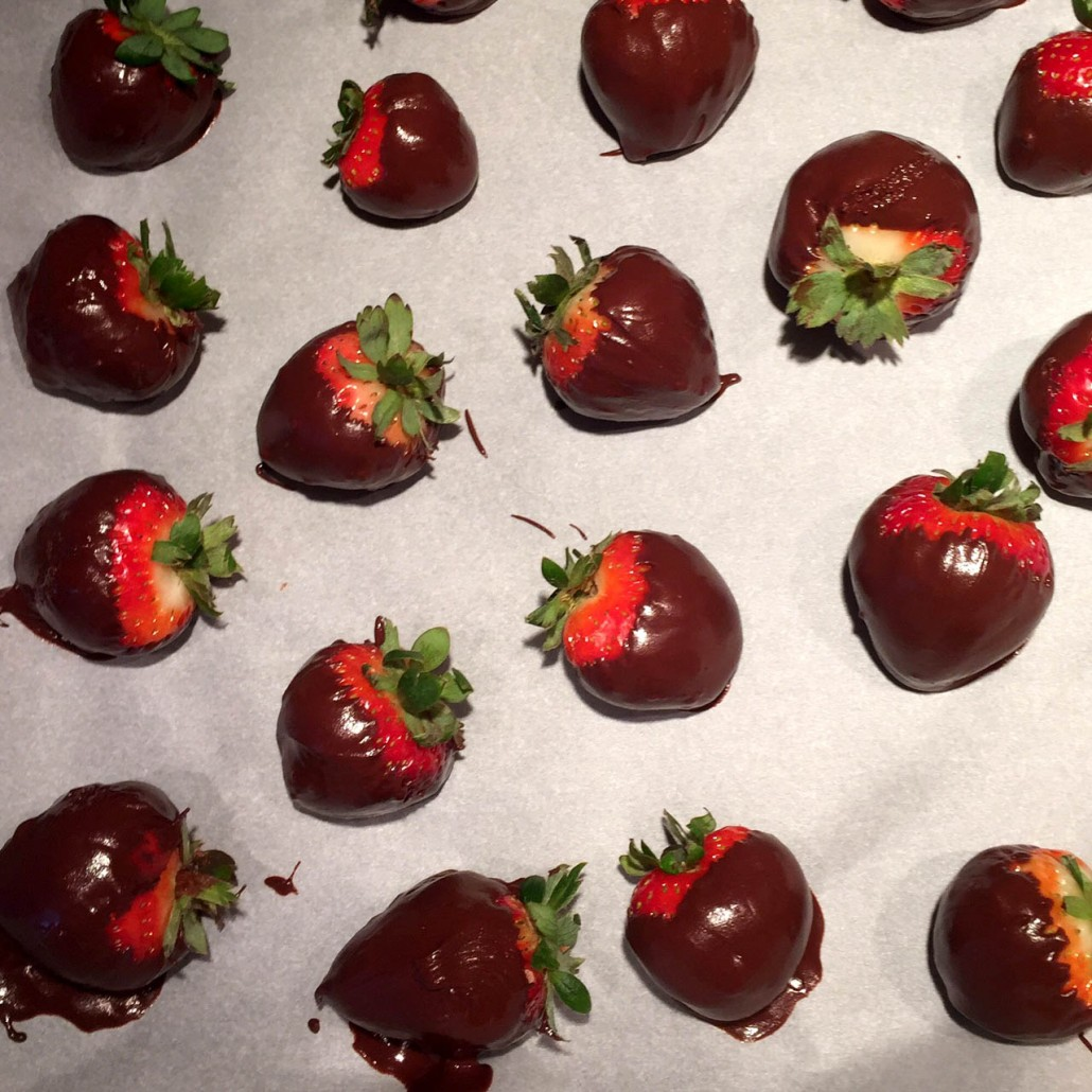 Watch How to Make Chocolate Dipped Strawberries video