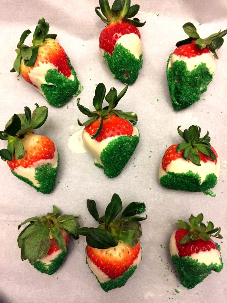 Christmas White Chocolate Covered Strawberries