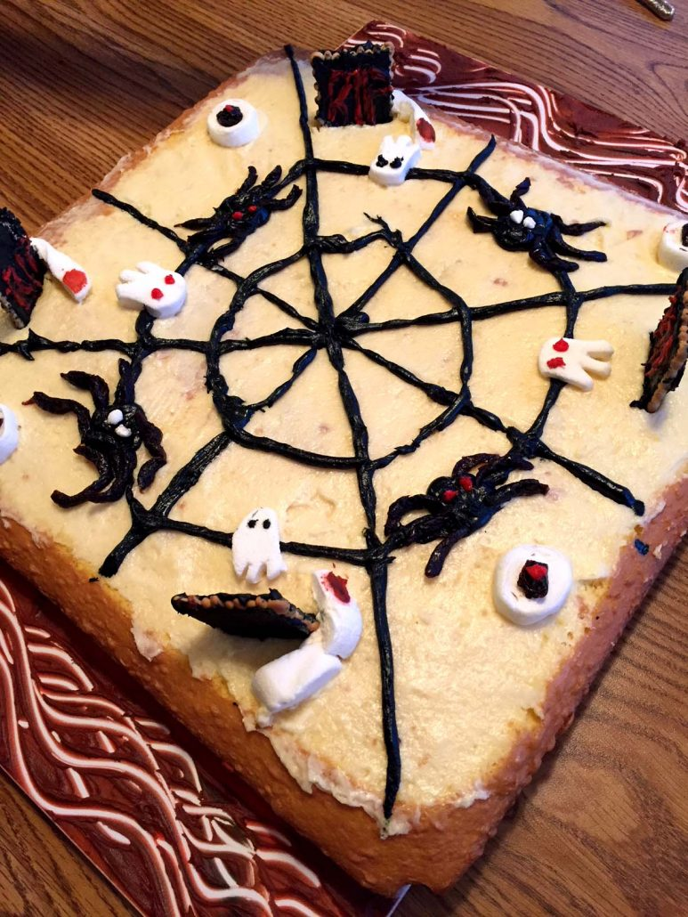 easy halloween cake decorating ideas for spooky cake. Black Bedroom Furniture Sets. Home Design Ideas