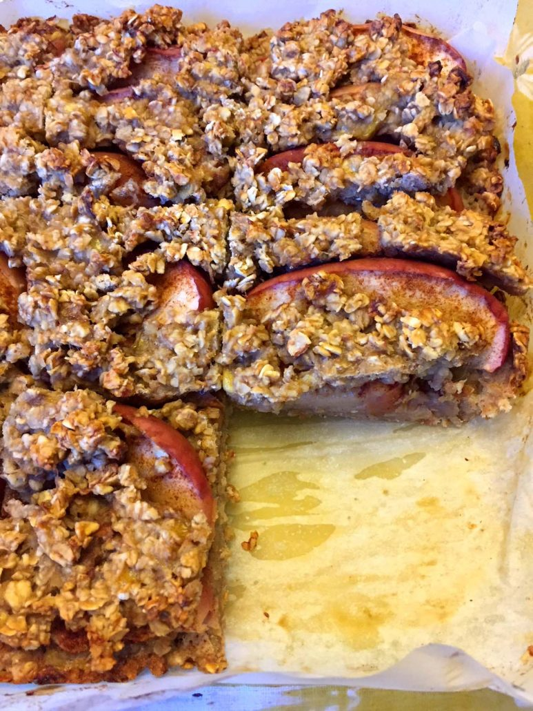 Breakfast Bars With Oats And Apple Slices