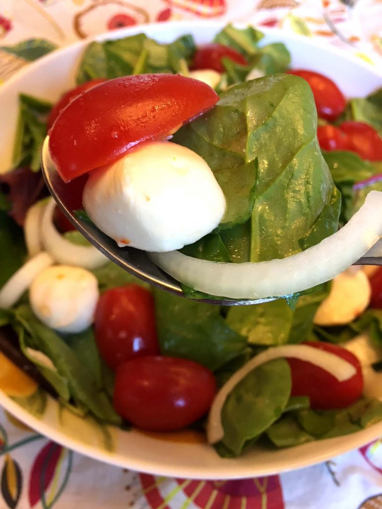 How To Make Fresh Mozzarella Salad With Tomatoes And Lettuce