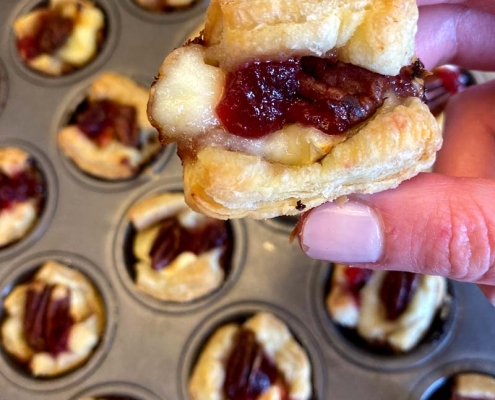 Cranberry Brie Puff Pastry Bites