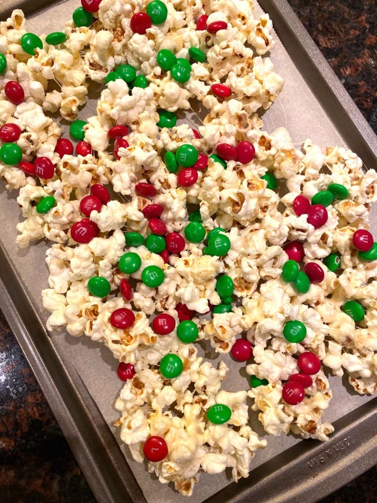 popcorn with christmas m&ms and marshmallows